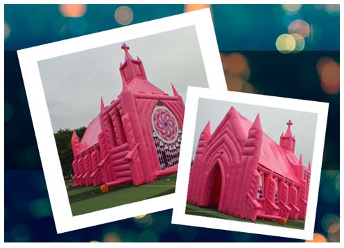 roze-opblaasbare-kerk-uniek